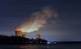 The Three Mile Island nuclear power plant, where the U.S. suffered its most serious nuclear accident in 1979, is seen across the Susquehanna River in Middletown, Pennsylvania in this night view taken March 15, 2011. U.S. regulators should press ahead with approving construction licenses for new nuclear power plants despite Japan's nuclear crisis, President Barack Obama's top energy official Energy Secretary Steven Chu said on Tuesday.  REUTERS/Jonathan Ernst    (UNITED STATES - Tags: ENERGY DISASTER ENVIRONMENT BUSINESS) - RTR2JXZE