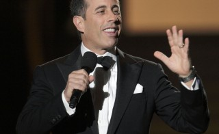 "Comedian Jerry Seinfeld speaks during the taping of ""Oprah's Surprise Spectacular"" in Chicago May 17, 2011. Oprah Winfrey kicked off one of her last-ever national talk shows on Tuesday with hugs from Tom Hanks, Tom Cruise and Madonna in a packed Chicago arena. REUTERS/John Gress (UNITED STATES - Tags: ENTERTAINMENT PROFILE) - RTR2MK6J"