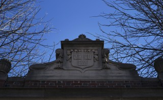 The Harvard College arms sits atop a gate into Harvard Yard at Harvard University in Cambridge, Massachusetts January 20, 2015. Harvard University has quietly become one of the biggest grape growers in California's drought-stricken Paso Robles wine region, securing water well drilling permits to feed its vineyards days before lawmakers banned new pumping, according to records reviewed by Reuters.  Picture taken January 20, 2015.  REUTERS/Brian Snyder   (UNITED STATES - Tags: BUSINESS EDUCATION) - RTR4MIVD