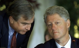 """Samuel """"Sandy"""" Berger (left), national security adviser to former U.S. President Bill Clinton, speaks with the president during a peace summit in Sharm el-Sheikh, Egypt, in this file image from Oct. 16, 2000. Photo by Kevin Lamarque/Reuters"""