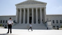 A television news assistant (C) runs to his co-workers with printed copies of U.S. Supreme Court decisions as soon as they are released at the court building in Washington June 22, 2015. Over the next week, the court will release its decisions on some of the most-watched cases of the term, including rulings on gay marriage, the death penalty and the Affordable Care Act.  REUTERS/Jonathan Ernst - RTX1HLWV