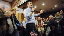 U.S. Republican presidential candidate Ted Cruz speaks at a campaign stop at a Pizza Ranch restaurant in Newton, Iowa November 29, 2015. REUTERS/Mark Kauzlarich - RTX1WER2
