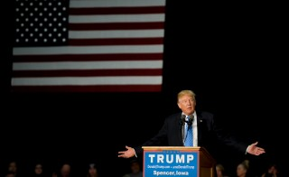 U.S. Republican presidential candidate Donald Trump speaks at a campaign stop in Spencer, Iowa December 5, 2015. REUTERS/Mark Kauzlarich - RTX1XCF2