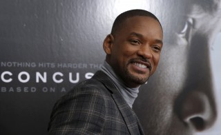 "Actor Will Smith poses as he arrives for the New York premiere of the film ""Concussion"" in the Manhattan borough of New York City, December 16, 2015. ""Concussion"", which stars Smith portraying Dr. Bennet Omalu, the pathologist who a decade ago first linked brain damage to the deaths of National Football League (NFL) players, opens nationwide December 25.   REUTERS/Mike Segar - RTX1Z1BU"