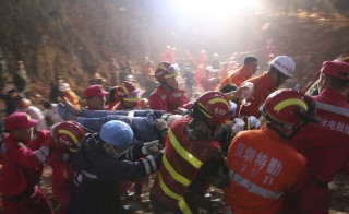 The 19-year-old survivor is carried on a stretcher after being pulled out by rescuers more than 60 hours after a landslide hit an industrial park on Sunday, in Shenzhen, Guangdong province, China, December 23, 2015. REUTERS/China Daily ATTENTION EDITORS - THIS PICTURE WAS PROVIDED BY A THIRD PARTY. THIS PICTURE IS DISTRIBUTED EXACTLY AS RECEIVED BY REUTERS, AS A SERVICE TO CLIENTS. CHINA OUT. NO COMMERCIAL OR EDITORIAL SALES IN CHINA.  - RTX1ZUI0