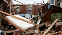 Damaged cars sit amidst the debris at the tornado-damaged Landmark at the Lake Village West apartment complex in Garland, Texas, December 28, 2015. In Texas, at least 11 people were killed in the Dallas area over the weekend by tornadoes, including one packing winds of up to 200 miles per hour (322 km per hour). The twister hit the city of Garland, killing eight people and blowing vehicles off highways.  REUTERS/Todd Yates - RTX20BX8