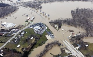 Submerged roads and houses are seen after several days of heavy rain led to flooding, in an aerial view over Union, Missouri December 29, 2015.  A storm system that triggered deadly tornadoes and flooding in the U.S. Midwest and Southwest pushed north on Tuesday, bringing snow and ice from Iowa to Massachusetts and another day of tangled air travel.  REUTERS/Kate Munsch - RTX20GDI