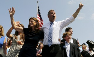 Former Maryland Gov. Martin O'Malley waves to the crowd with his wife Katie (L) after formally announcing his campaign for the 2016 Democratic presidential nomination in Baltimore, Maryland, May 30, 2015. O'Malley was previously at risk for qualifying for the January 17 debate in Charleston, South Carolina. Photo by Jim Bourg/Reuters
