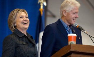 Former U.S. President Bill Clinton and Democratic U.S. presidential candidate Hillary Clinton take the stage at the Central Iowa Democrats Fall Barbecue in Ames, Iowa Nov. 15, 2015. The candidate has brushed aside criticisms lodged against her husband by GOP presidential hopeful Donald Trump. Photo By Mark Kauzlarich/Reuters