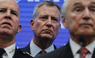 New York City Mayor Bill de Blasio (C) New York Police Department Chief of Department James O'Neill (L) and NYPD Commissioner Bill Bratton attend a news briefing regarding Times Square Security in the Manhattan borough of New York December 29, 2015.      REUTERS/Carlo Allegri - RTX20GAY