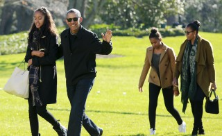 U.S. President Barack Obama waves as he walks with first lady Michelle Obama (R) and their daughters Malia (L) and Sasha on the South Lawn of the White House in Washington January 3, 2016. The Obama family returned from Hawaii, the president's home state, after concluding a 15-day holiday vacation. Photo by Yuri Gripas/Reuters.