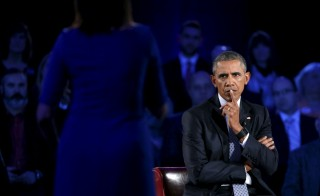 U.S. President Barack Obama listens to remarks from Taya Kyle, widow of US Navy SEAL Chris Kyle, as he participates in a live town hall event on reducing gun violence hosted by CNN''s Anderson Cooper at George Mason University in Fairfax, Virginia, Jan. 7, 2016. Photo by Kevin Lamarque/Reuters