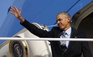 U.S. President Barack Obama waves as he boards Air Force One for Nebraska and Louisiana at Joint Base Andrews in Maryland, January 13, 2016. REUTERS/Carlos Barria - RTX2293E