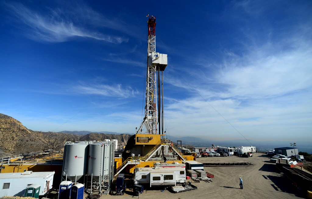 Crews from Southern California Gas Company and outside experts work on a relief well at the Aliso Canyon gas field above the Porter Ranch section of northwest Los Angeles, California. Photo by  in this December 9, 2015 Dean Musgrove/REUTERS