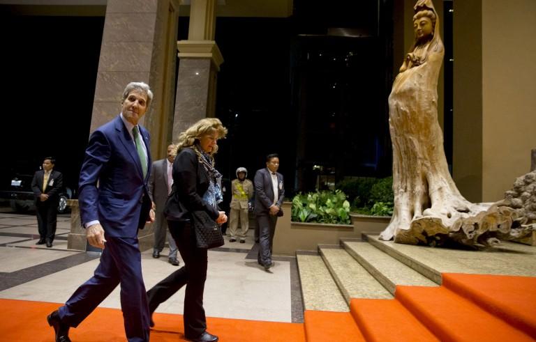 U.S. Secretary of State John Kerry walks into the Landmark Hotel upon arrival in Vientiane, Laos, January 24, 2016.   REUTERS/Jacquelyn Martin/Pool - RTX23SFD