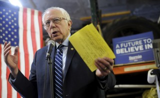U.S. Democratic presidential candidate Bernie Sanders speaks at a campaign event in a resident's garage in Charles City, Iowa January 30, 2016. REUTERS/Mark Kauzlarich - RTX24Q49