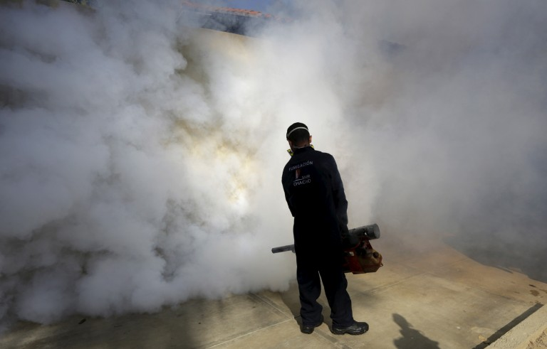 A municipal worker carries out fumigation to help control the spread of the mosquito-borne Zika virus in Caracas, Venezuela January 28, 2016. REUTERS/Marco Bello - RTX24FHM