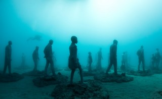 """""""Rubicon"""" figures are installed on the ocean floor. Photo by Jason deCaires Taylor"""