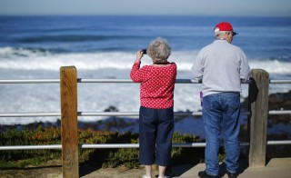 A retired couple take in the ocean during a visit to the beach in La Jolla, California January 8, 2013.   REUTERS/Mike Blake  (UNITED STATES - Tags: SOCIETY ENVIRONMENT) - RTR3C84S Related words: senior, seniors, retirement, Social Security, medicare,