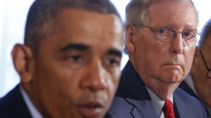 Senate Minority Leader Mitch McConnell listens as U.S. President Barack Obama hosts a luncheon for bi-partisan Congressional leaders in the Old Family Dining Room at the White House in Washington, November 7, 2014.     REUTERS/Larry Downing   (UNITED STATES - Tags: POLITICS) - RTR4DANC