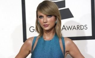 Pop singer Taylor Swift arrives at the 57th annual Grammy Awards in Los Angeles, California February 8, 2015.  REUTERS/Mario Anzuoni  (UNITED STATES - TAGS: ENTERTAINMENT) (GRAMMYS-ARRIVALS) - RTR4OQQ7