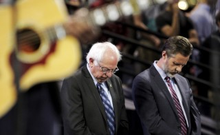 U.S. Democratic presidential candidate Sen. Bernie Sanders (I-VT) (L) prays with Jerry Falwell Jr., (right) president of Liberty University before delivering and address to Liberty University students in Lynchburg, Virginia, September 14, 2015. Photo by Jay Paul/Reuters