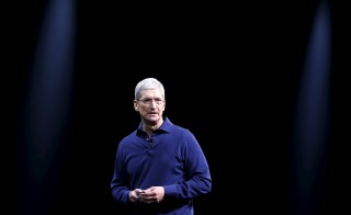 Apple CEO Tim Cook said in an early Monday morning email to employees that the U.S. government should withdraw its demand that Apple help the FBI hack a locked iPhone used by a shooter in the San Bernardino attack. Photo by Robert Galbraith/Reuters