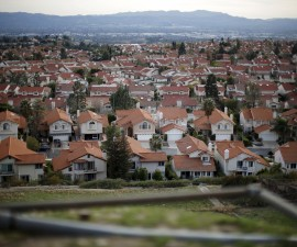 Homes are seen in Porter Ranch near the site of the Aliso Canyon storage field where gas has been leaking in Porter Ranch, California, United States, January 21, 2016. Long before the leak, utilities and national industry groups were raising alarms about the danger of aging underground storage infrastructure. Under state regulations, the leaking well's owner, Southern California Gas, faces a maximum penalty of $25,000 for the leak near Los Angeles, which is unprecedented in scale. The well has spewed methane - a potent greenhouse gas - since October and displaced thousands of people in nearby Porter Ranch. To match Exclusive LOSANGELES-GAS LEAK/REGULATION        REUTERS/Lucy Nicholson      TPX IMAGES OF THE DAY      - RTX23H9L