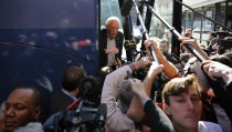 U.S. Democratic presidential candidate Bernie Sanders speaks to reporters from his bus outside his campaign's Iowa headquarters in Des Moines, Iowa February 1, 2016.   REUTERS/Mark Kauzlarich TPX IMAGES OF THE DAY - RTX24Z0J