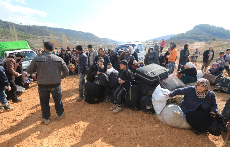 Internally displaced Syrians fleeing advancing pro-government Syrian forces wait near the Syrian-Turkish border after they were given permission by the Turkish authorities to enter Turkey, in Khirbet Al-Joz, Latakia countryside February 2, 2016. REUTERS/Ammar Abdullah   - RTX2553R