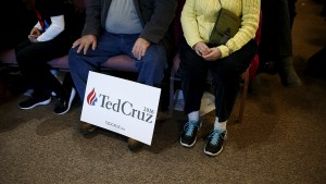 Supporters are seen as U.S. Republican presidential candidate Ted Cruz speaks at a campaign event in Windham, New Hampshire February 2, 2016. REUTERS/Eric Thayer - RTX255HO