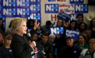 U.S. Democratic presidential candidate Hillary Clinton leads a campaign rally at the Derry Boys and Girls Club in Derry, New Hampshire February 3, 2016.  REUTERS/Adrees Latif - RTX25BFN
