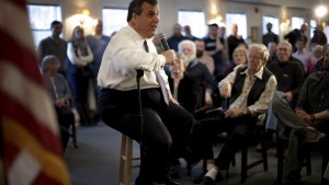 Republican presidential candidate and New Jersey Governor Chris Christie speaks to voters at a town hall campaign stop in Bow, New Hampshire, February 3, 2016. REUTERS/Mike Segar - RTX25BWZ