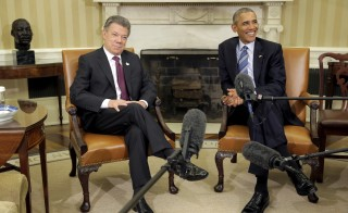 U.S. President Barack Obama speaks during a bilateral meeting with Colombia's President Juan Manuel Santos in the Oval Office of the White House in Washington February 4, 2016.      REUTERS/Joshua Roberts - RTX25I64