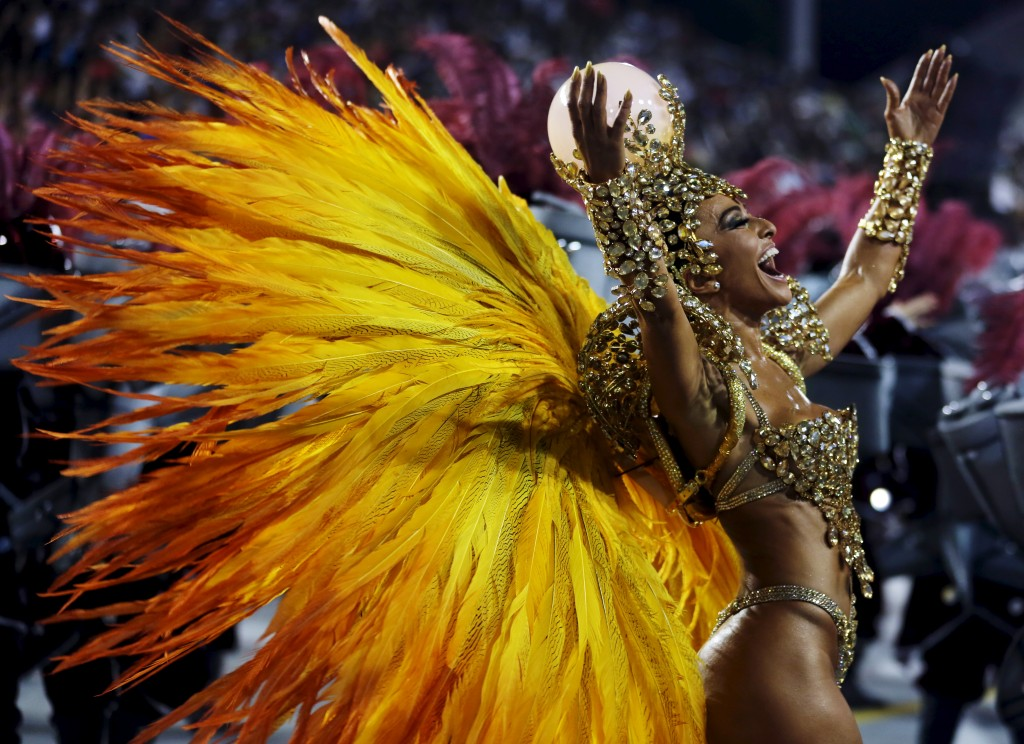 Brazilian model Sabrina Sato parades for Gavioes da Fiel samba school during carnival in Sao Paulo, Brazil, February          6, 2016. REUTERS/Paulo Whitaker - RTX25P71