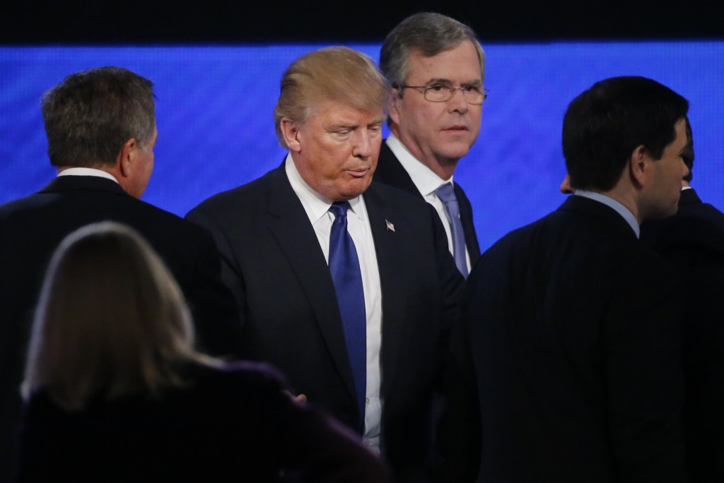 Republican U.S. presidential candidate Donald Trump (C) passes between rivals Governor John Kasich (L), former Governor          Jeb Bush (2nd R) and U.S. Senator Marco Rubio (R) at the conclusion of the Republican U.S. presidential candidates debate          sponsored by ABC News at Saint Anselm College in Manchester, New Hampshire February 6, 2016.     Carlo Allegri/Reuters