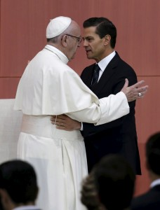Pope Francis (L) and Mexico's President Enrique Pena Nieto participate in a ceremony at the National Palace in Mexico City, February 13, 2016.   Tomas Bravo/Reuters