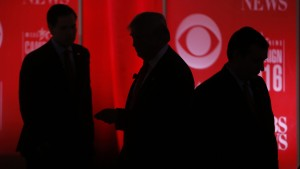 Republican U.S. presidential candidates (L-R) Senator Marco Rubio, businessman Donald Trump and Senator Ted Cruz walk the stage during a commercial break at the Republican U.S. presidential candidates debate sponsored by CBS News and the Republican National Committee in Greenville, South Carolina February 13, 2016. REUTERS/Jonathan Ernst (TPX IMAGES OF THE DAY)   - RTX26TRH