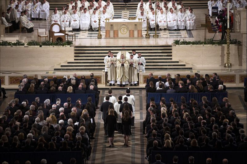 Father Paul Scalia (top, C), son of Associate Supreme Court Justice Antonin Scalia, leads the funeral Mass for his father at the Basilica of the National Shrine of the Immaculate Conception in Washington, February 20, 2016.  REUTERS/Doug Mills/Pool via Reuters - RTX27U2D
