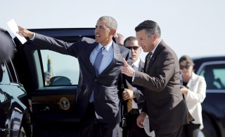 U.S. President Barack Obama talks to Nevada Governor Brian Sandoval (R) as he arrives at McCarran International Airport in Las Vegas, Nevada in this August 24, 2015 file photo. Sandoval, a moderate Republican, took himself out of consideration for appointment to the U.S. Supreme Court on February 25, 2016 as Senate Republicans held firm to their vow not to act on any nominee by President Barack Obama for the job.     REUTERS/Carlos Barria/Files - RTX28LQP