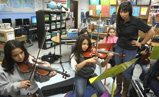 YAMA director Stephanie Tsu teaches a violin lesson. Photo by Greg Davis, courtesy of KCTS.