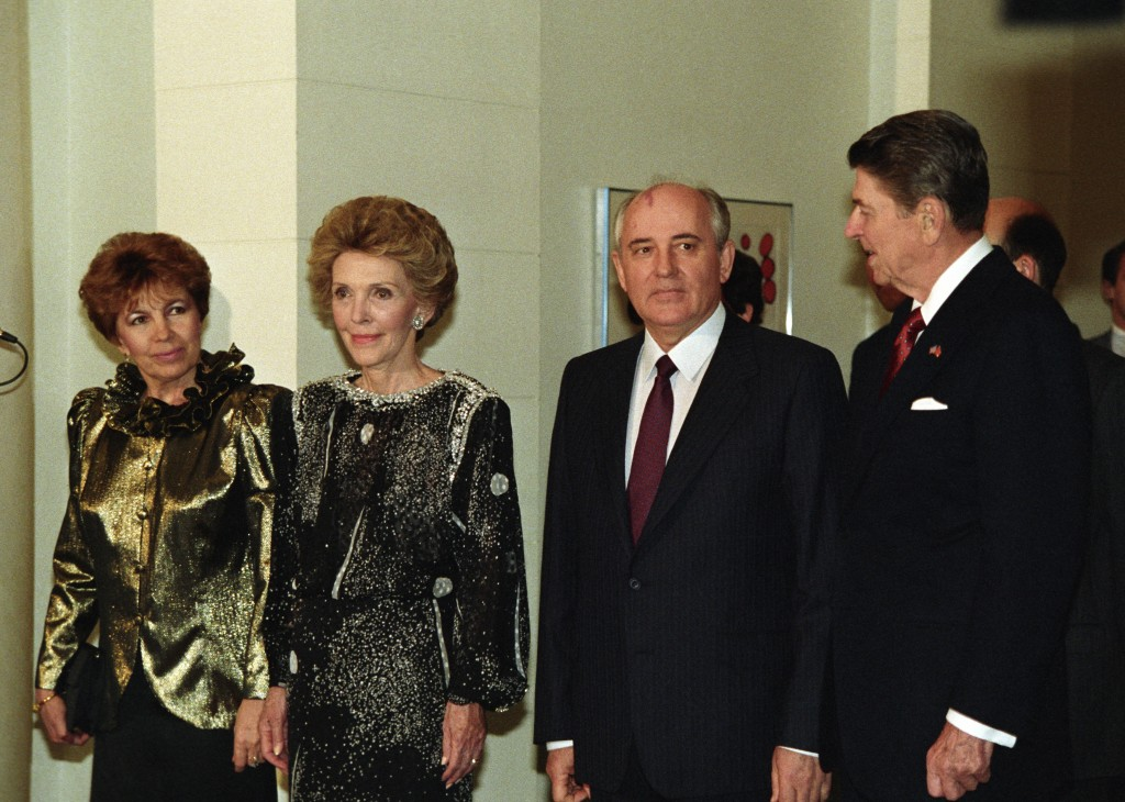 President Reagan and the First Lady nancy Reagan welcome Soviet president Mikhail Gorbachev and his wife Raisa in 1987. Photo by Sovfoto/UIG via Getty Images