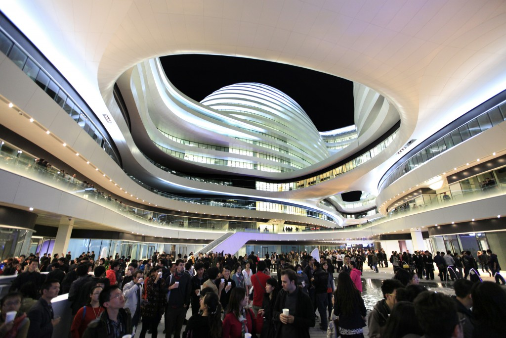 People visit the newly opened Galaxy Soho building, designed by Iraqi-British architect Zaha Hadid, in Beijing October 27, 2012. REUTERS/Jason Lee (CHINA - Tags: BUSINESS SOCIETY) - RTR39NF1