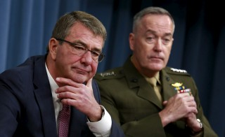 Defense Secretary Ash Carter (L) and Joint Chiefs Chairman Marine Gen. Joseph Dunford hold a joint news conference at the Pentagon in Washington, D.C. Photo by Yuri Gripas/Reuters
