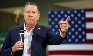 Republican presidential candidate John Kasich participates in a question and answer session at a town hall rally at the George Mason University Law School on Super Tuesday in Arlington, Virginia March 1, 2016.   REUTERS/Gary Cameron - RTS8T0K
