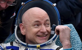 U.S. astronaut Scott Kelly reacts shortly after landing near the town of Dzhezkazgan (Zhezkazgan), Kazakhstan, March 2, 2016. REUTERS/Kirill Kudryavtsev/Pool - RTS8VDS