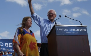 Democratic U.S. presidential candidate Bernie Sanders and his wife Jane arrive at a campaign rally in Kissimmee, Florida March 10, 2016. REUTERS/Scott Audette  - RTSA9EX