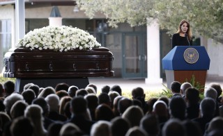 Patti Davis, daughter of Nancy Reagan, speaks at her mothers funeral at the Ronald Reagan Presidential Library in Simi Valley, California, United States, March 11, 2016. REUTERS/Lucy Nicholson - RTSAEO9