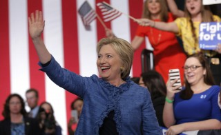 Democratic U.S. presidential candidate Hillary Clinton waves as she arrives to speak to supporters at a campaign rally in West Palm Beach, Florida  March 15, 2016.  REUTERS/Carlos Barria - RTSAM9P