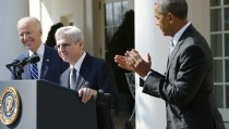 U.S. President Barack Obama (R) applauds Judge Merrick Garland (C) after announcing Garland as his nominee to the U.S. Supreme Court, in the White House Rose Garden in Washington, March 16, 2016. Vice President Joe Biden is at left.  REUTERS/Jonathan Ernst  - RTSAQM3